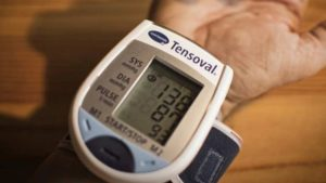 Ce-se-întâmplă-cu-tensiunea-arterială-în-timpul-unui-atac-de-cord